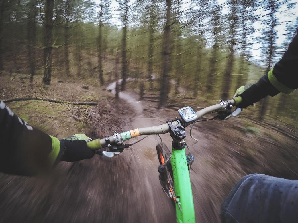 rower jadący w dół