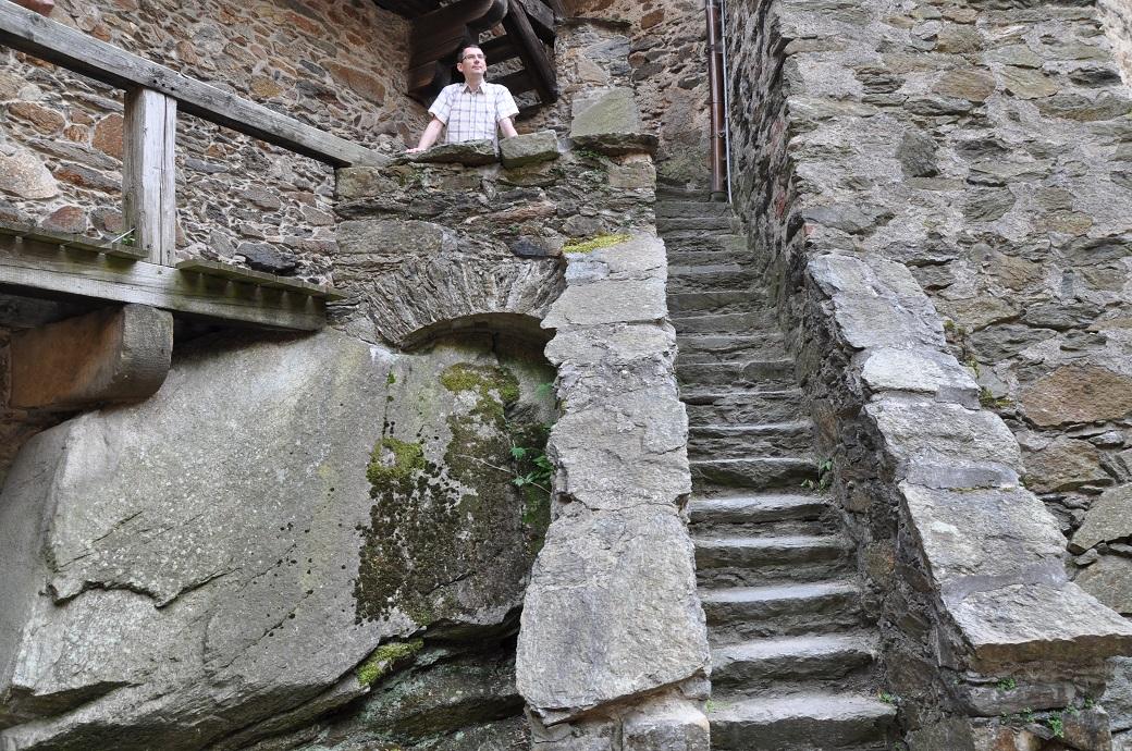 kamienne schody na zamku czocha