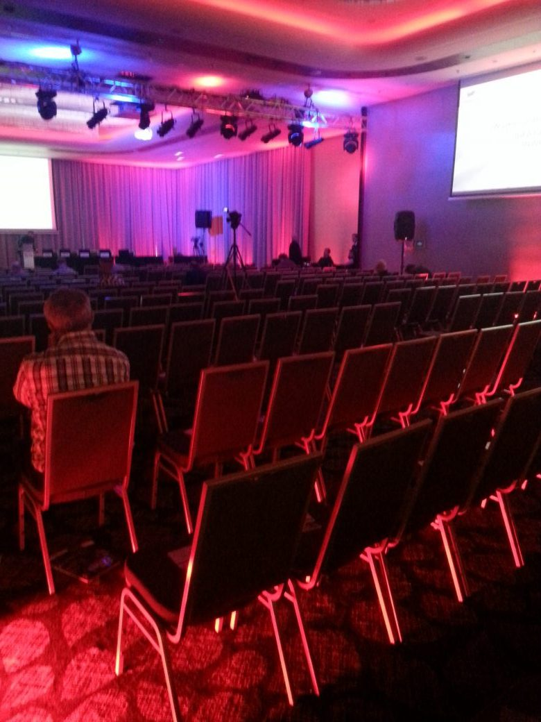 Niekulturalne typy na konferencji